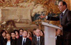 Le Président de la République s'adresse aux Français dans La politique nationale hollande-604x383-300x190