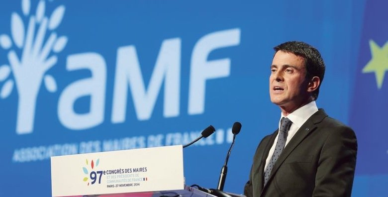 French Prime Minister Manuel Valls delivers a speech during the French Mayors Association annual meeting in Paris