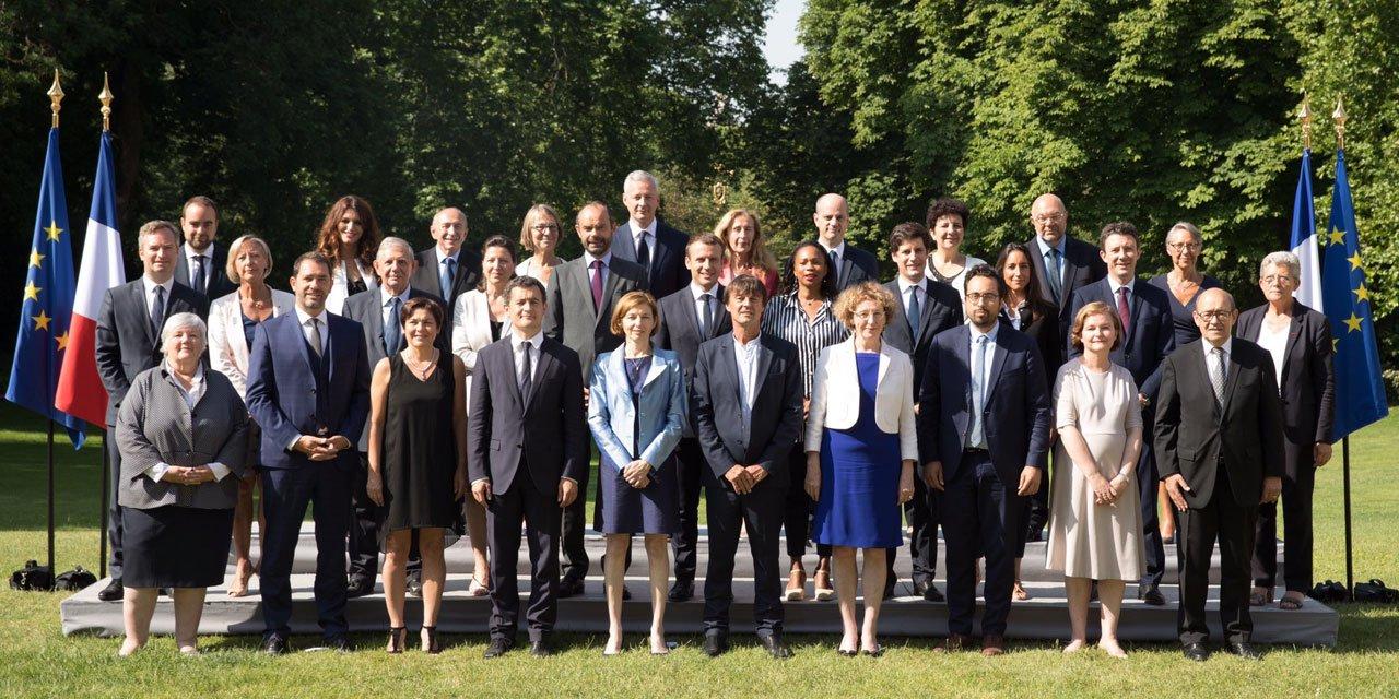 Gouvernement-Philippe-II-une-photo-de-famille-qui-brise-les-codes